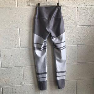 ALO Yoga Pants - alo grey&white striped leggings size XS 61100